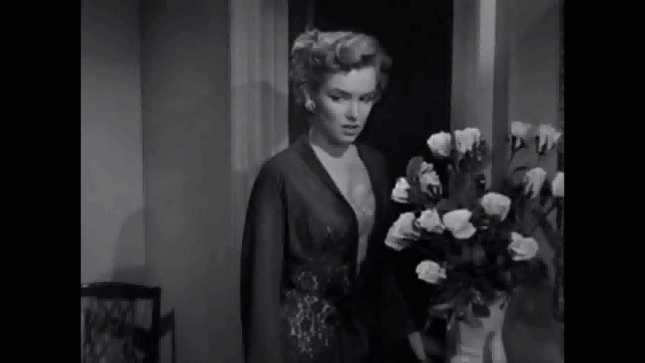 Marilyn Monroe as Nell